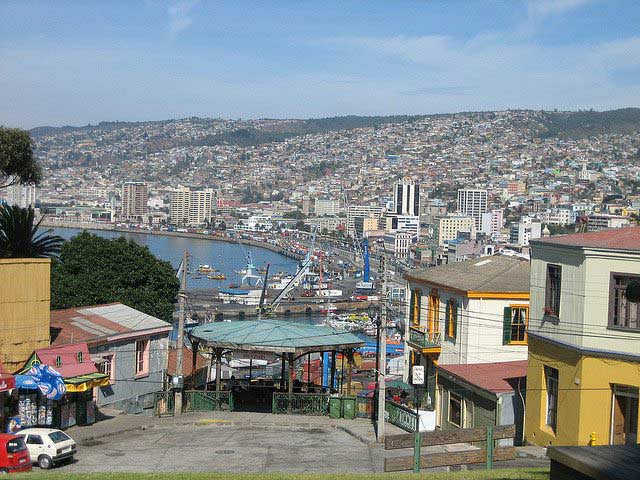 A panoramic view of Valparaíso as seen from near one of the city's ascensores (funiculars).