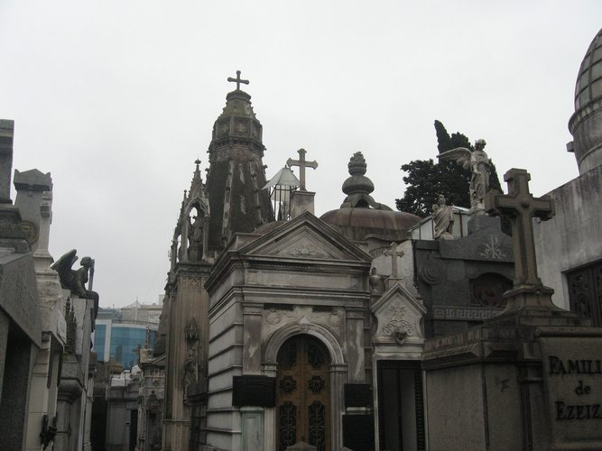 cemeterio de la recoleta mausoleums